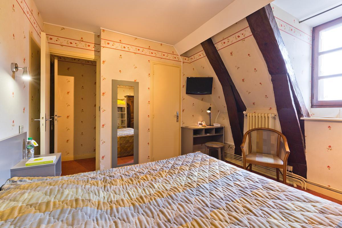 Hotel Familial Proche Du Sancy   Hotel De La Poste Saint